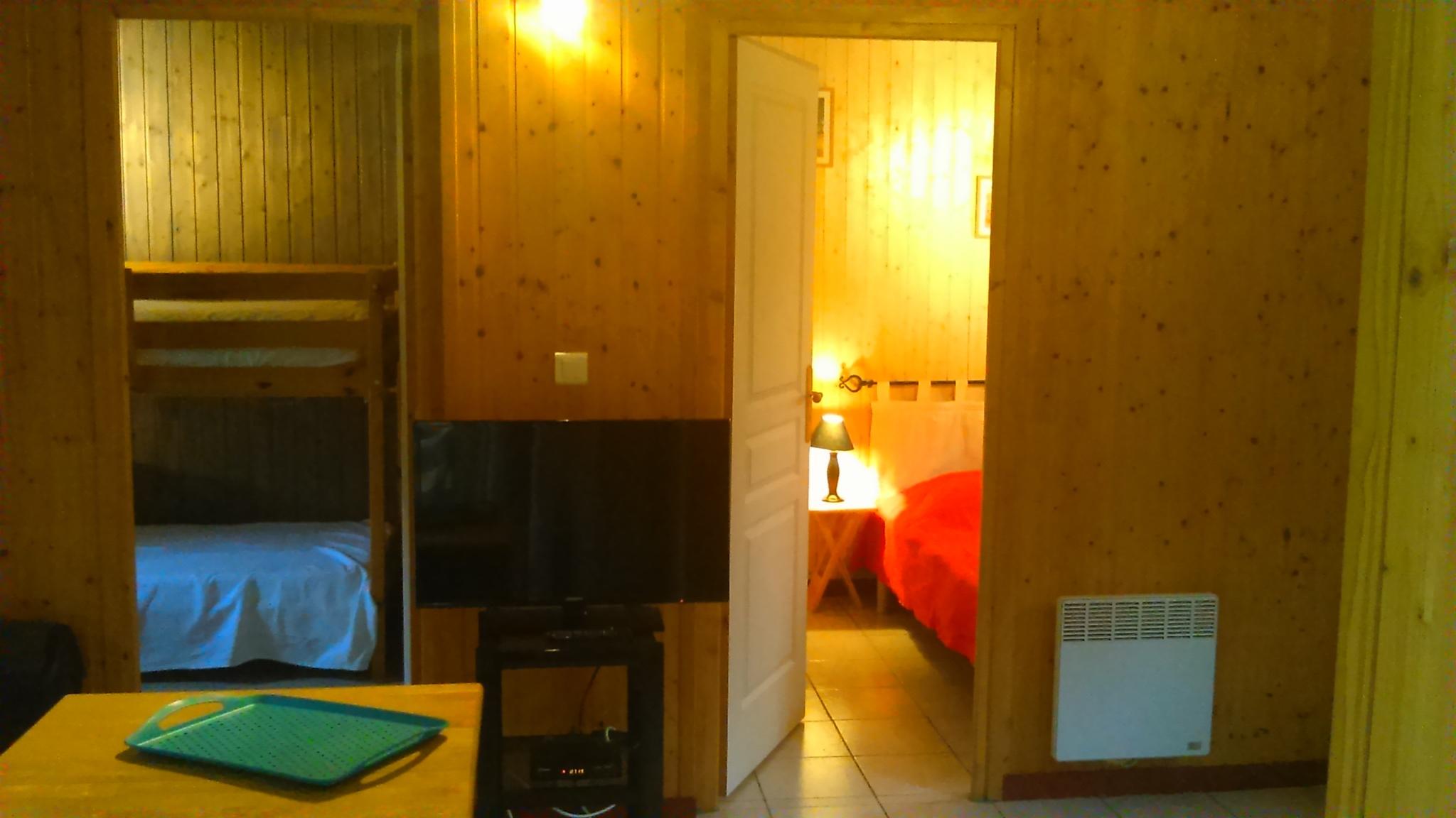 Location avec piscine en dordogne fanlac siorac 4 pers for Chambre avec salle d eau